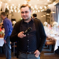 Ведущий Дмитрий Хрисанов
