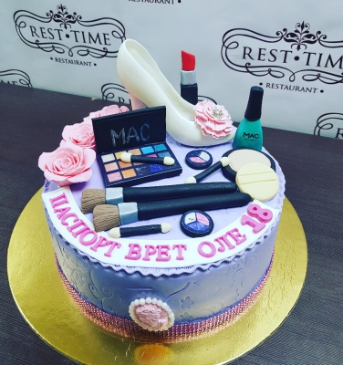 Торт С косметикой за кг