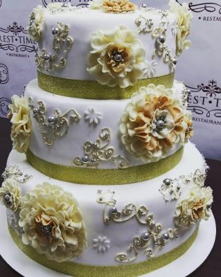 Торт свадебный С брошками за кг