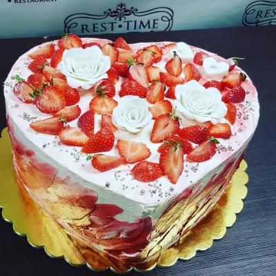 Торт в форме сердца 2кг