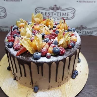 Торт Шоколадный с ягодами за кг